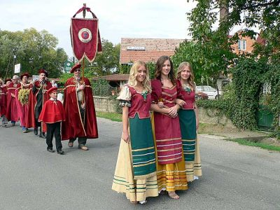 Not only spectacular and interesting but also delicious: at the same time of the grape harvest festival a gastronomic event takes place in Bogács, where the dishes of the Hungarian seasonal workers are displayed